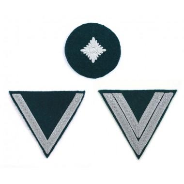 Privates' sleeve insignia chevrons on dark-green