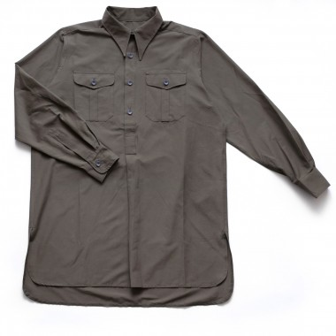 Gray-green shirt with pockets