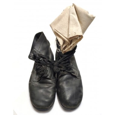 Leather boots pimple sole