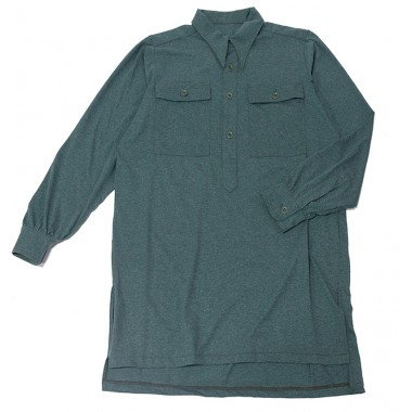 Green shirt with straight pockets