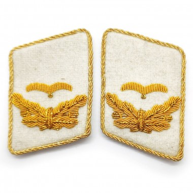 White collar tabs of the Luftwaffe Leutnant